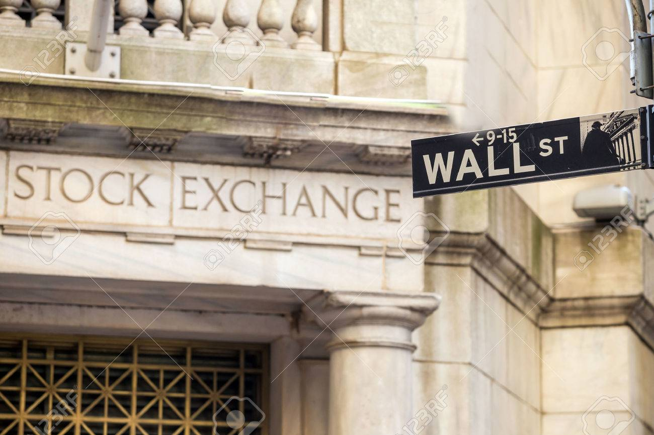 Wall street sign in New York City Stock Photo - 39676727