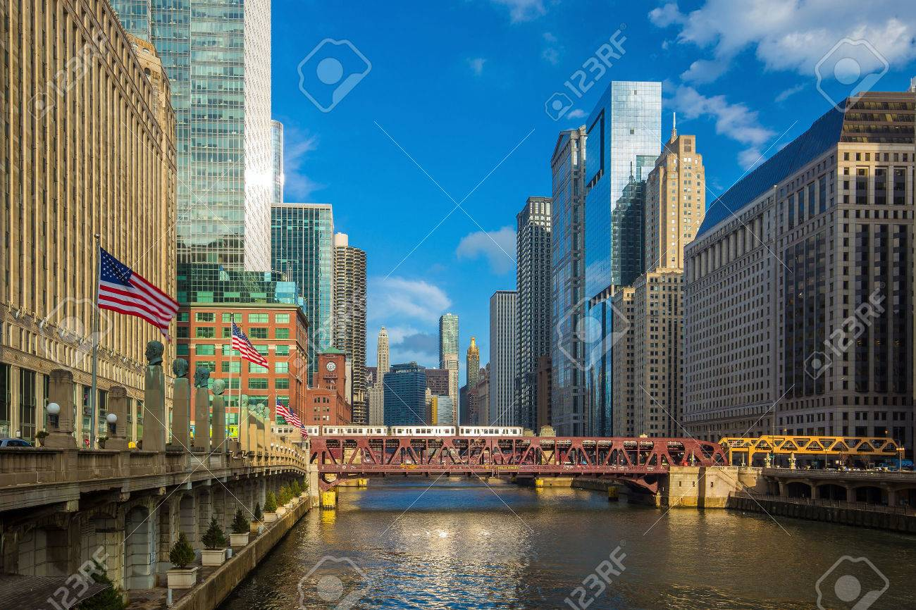 Chicago downtown and Chicago River Stock Photo - 42105494