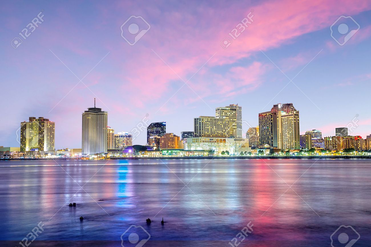 Downtown New Orleans, Louisiana and the Mississippi River at twilight Stock Photo - 50669611