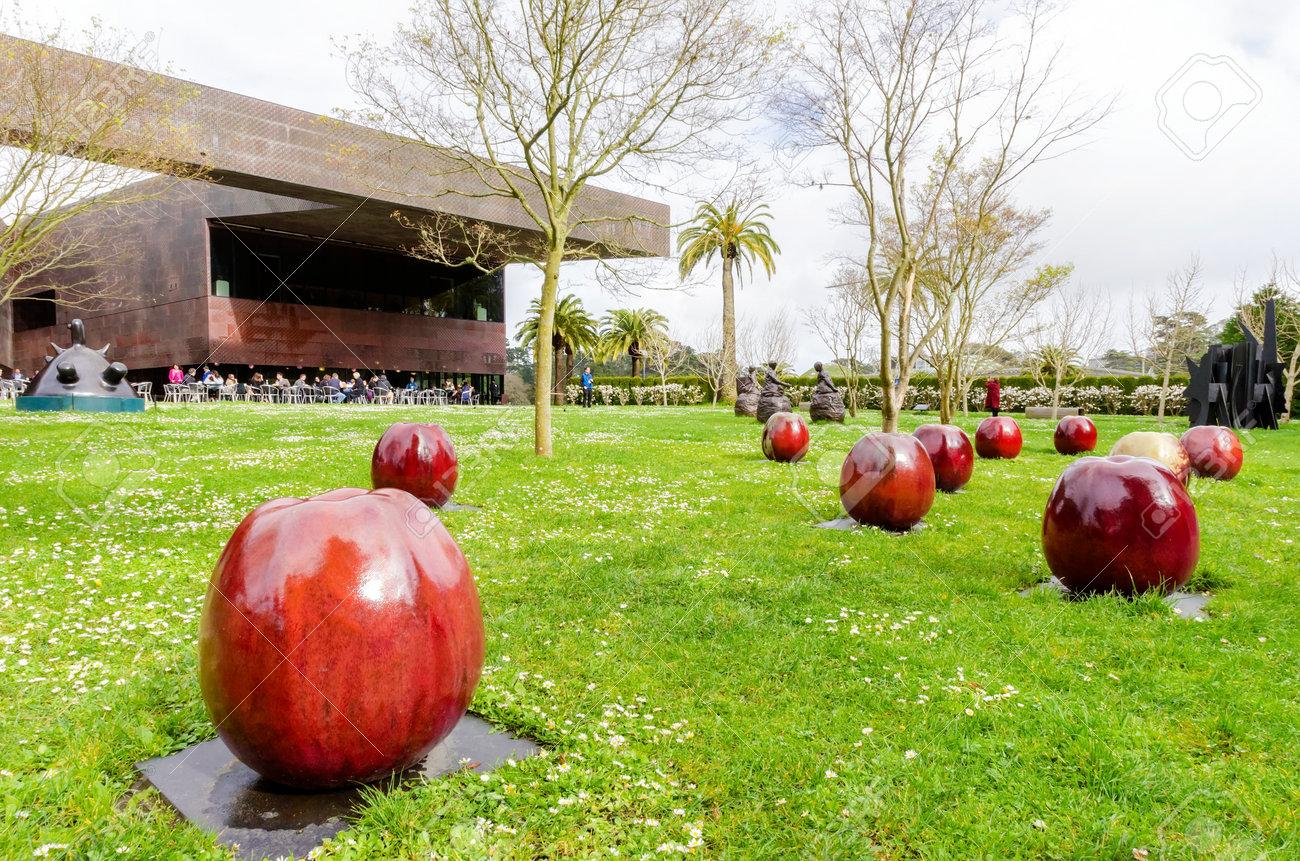Ceramic Glazed Apples Artwork Installation In Barbro Osher