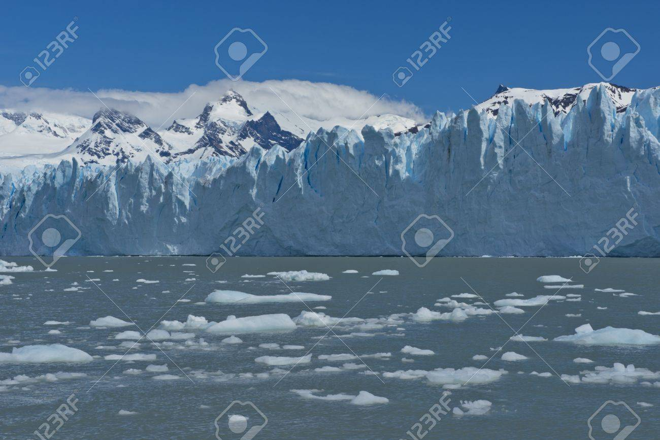 View of one of the fronts of the glacier Perito Moreno in the Los Glaciares National Park of Patagonia, facing on the Lake Argentino - 17476571