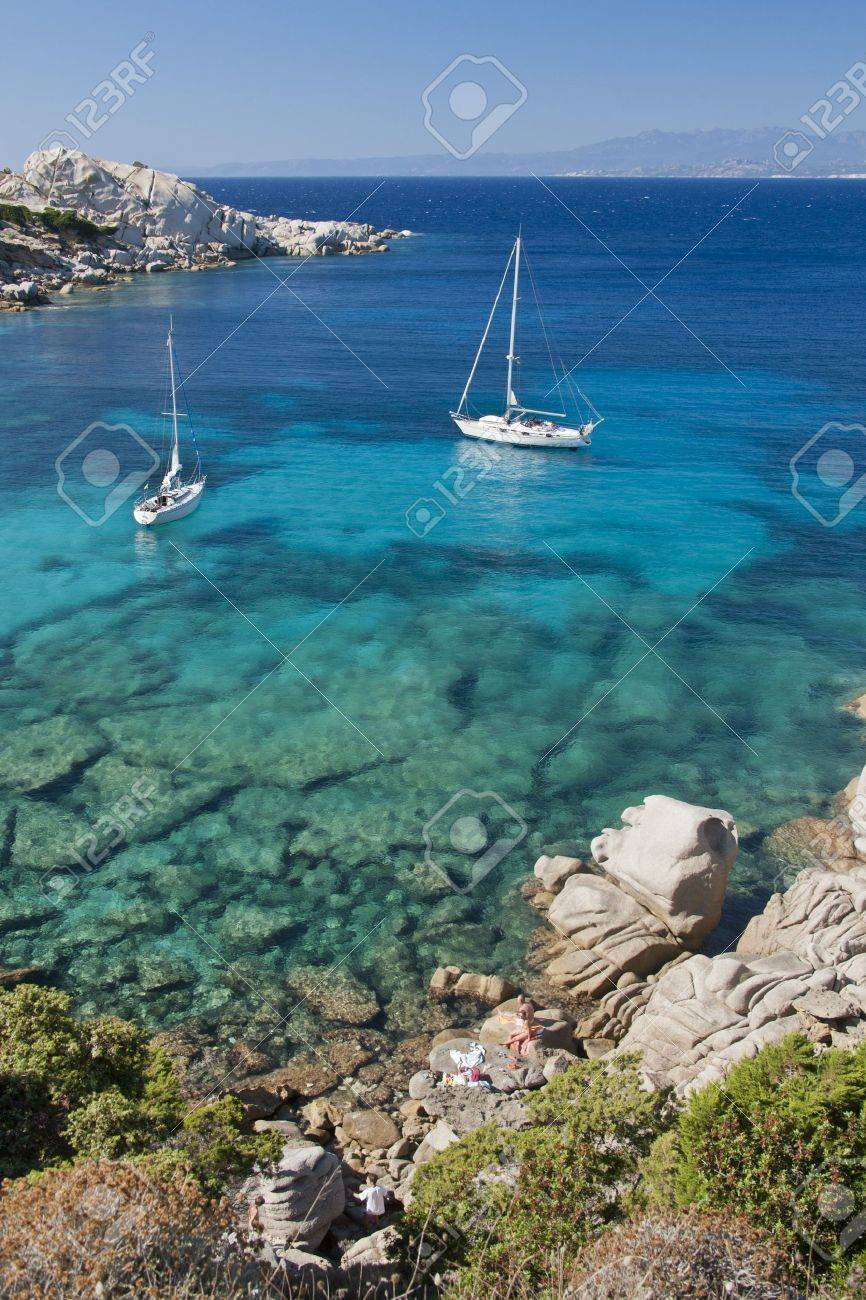 The wonderful colors of the sea in cala spinosa, a bay of Capo Testa, in Gallura - 20747437