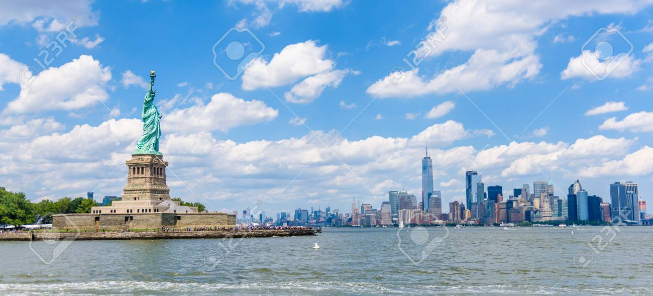 View of the skyline of Lower Manhattan from the Upper Bay - 93137941