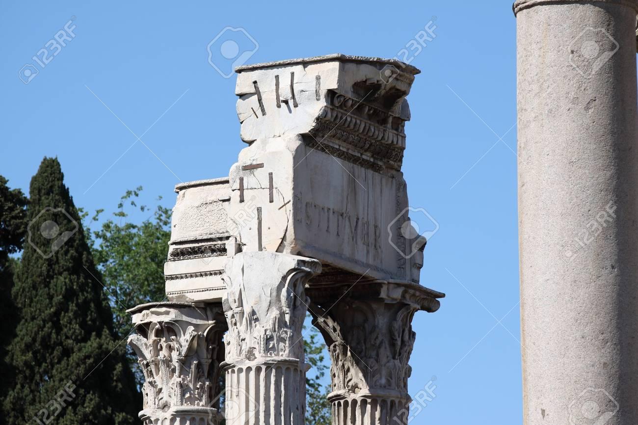 ローマ、ウェスパシアヌス神殿、...