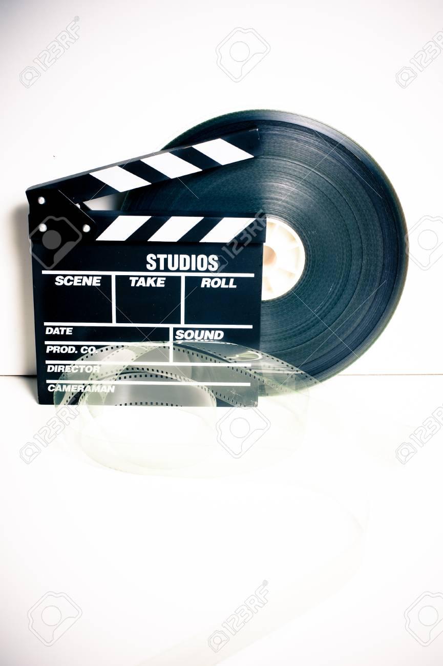 Film Klöppel Bord Und 35 Mm Filmrolle Auf Weißem Hintergrund Vintage ...