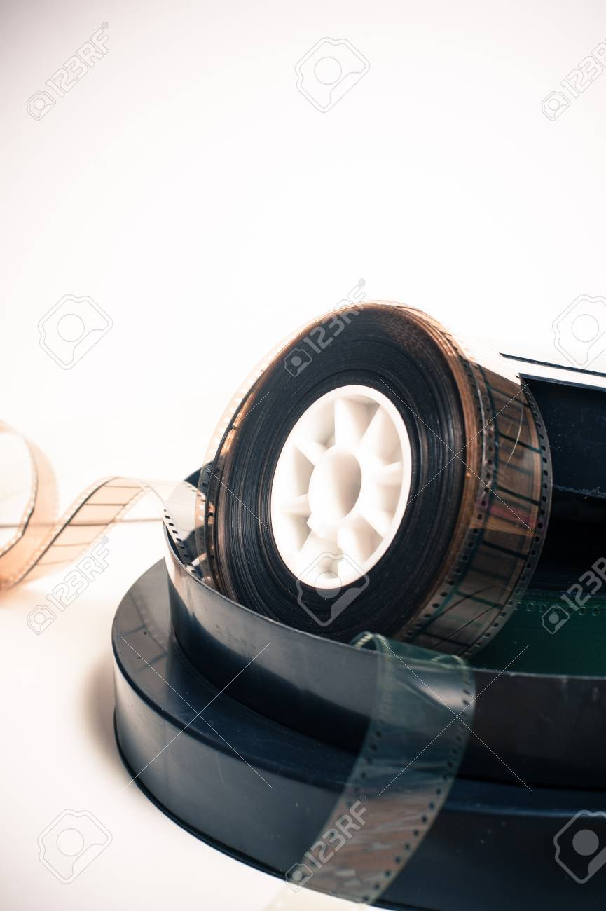 Vintage 35 Mm Filmrolle Und Boxen Auf Weißem Hintergrund Vertikalen ...