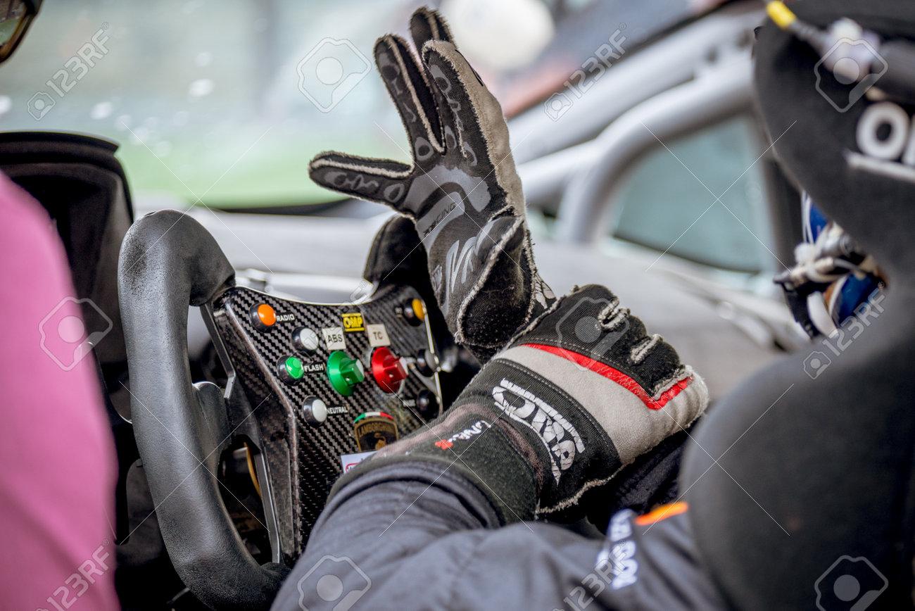 Vallelunga Italie 24 Septembre 2017 Detail Du Cockpit De La Voiture De Course Du Monoplace Pilote Avec Gant Et Volant