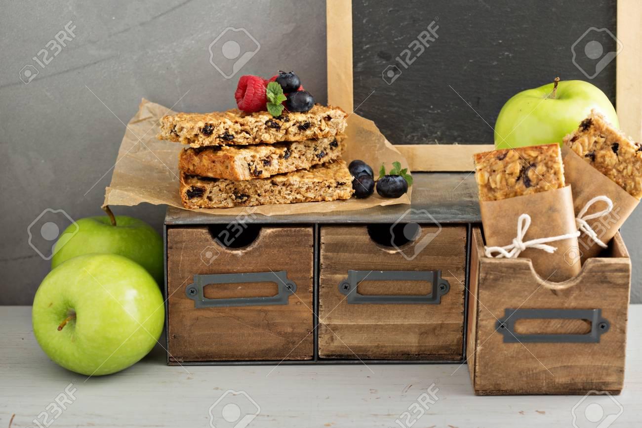 Spuntini Sani Per La Scuola : Immagini stock il pranzo o uno spuntino di andare per l ufficio