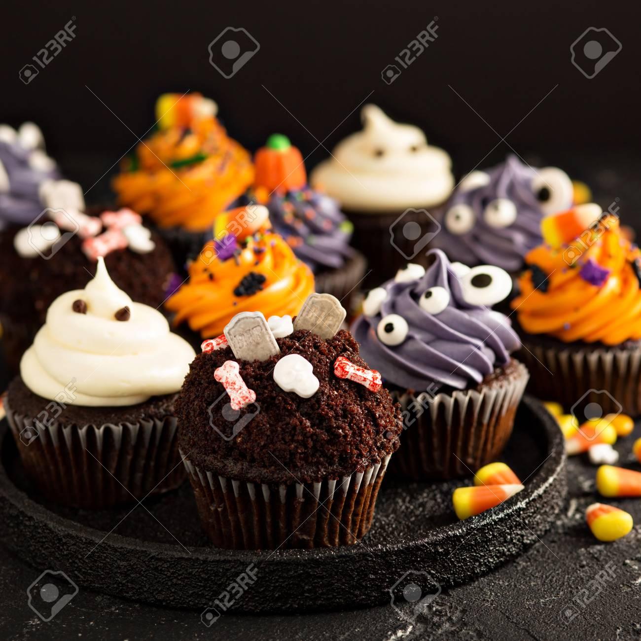 Festliche Halloween Cupcakes Und Leckereien Mit Streuseln Und