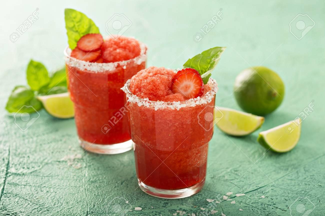Frozen strawberry lime margarita - 94521872
