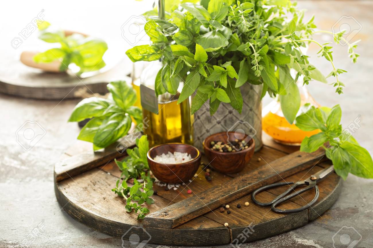 Cooking with fresh herbs - 102926019