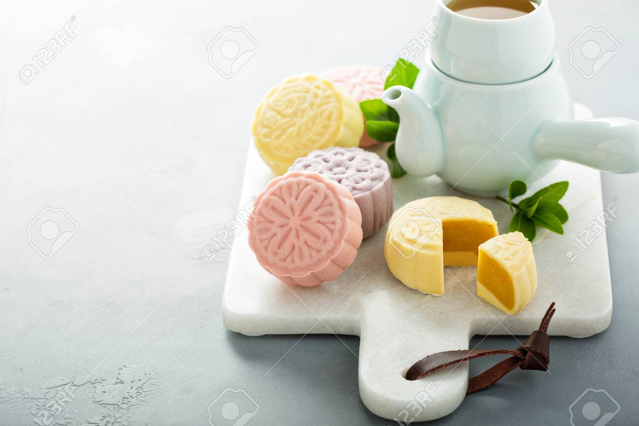 Snow skin sweet and savory traditional Chinese mooncakes - 107981001