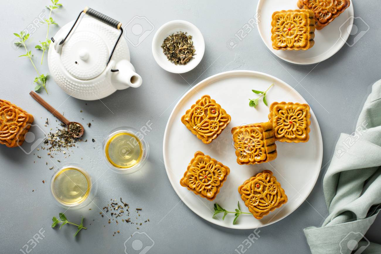 Traditional Chinese mooncakes - 107982015