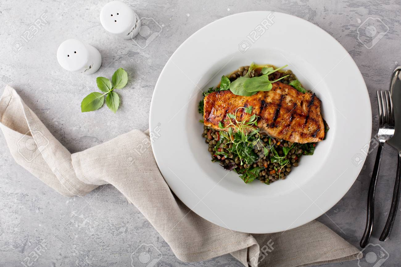 Grilled salmon with lentils and swiss chard - 110713044