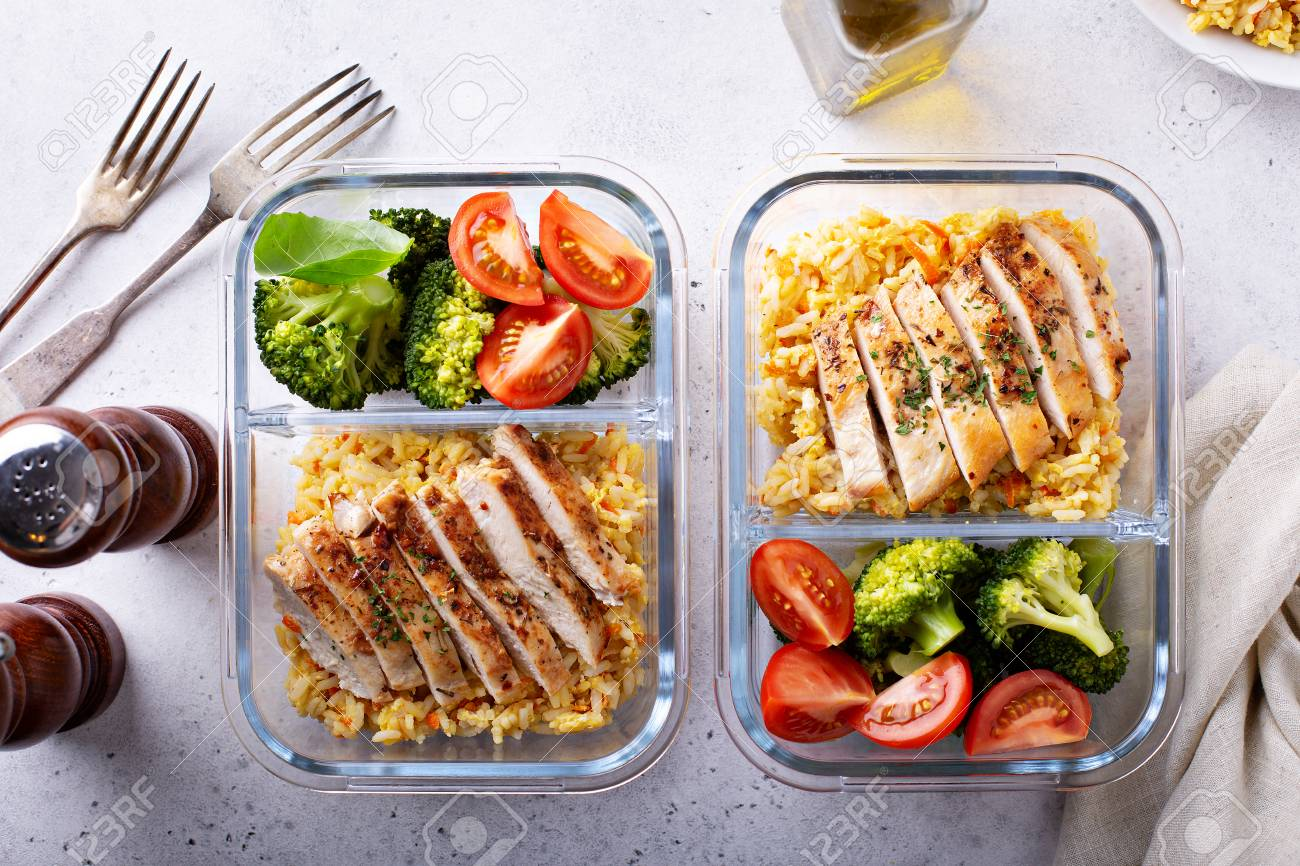 Healthy meal prep containers with chicken, rice and vegetables - 114550942