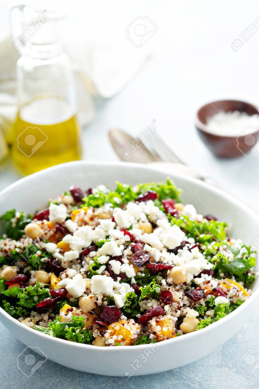 Kale and quinoa salad with chickpeas - 117939432