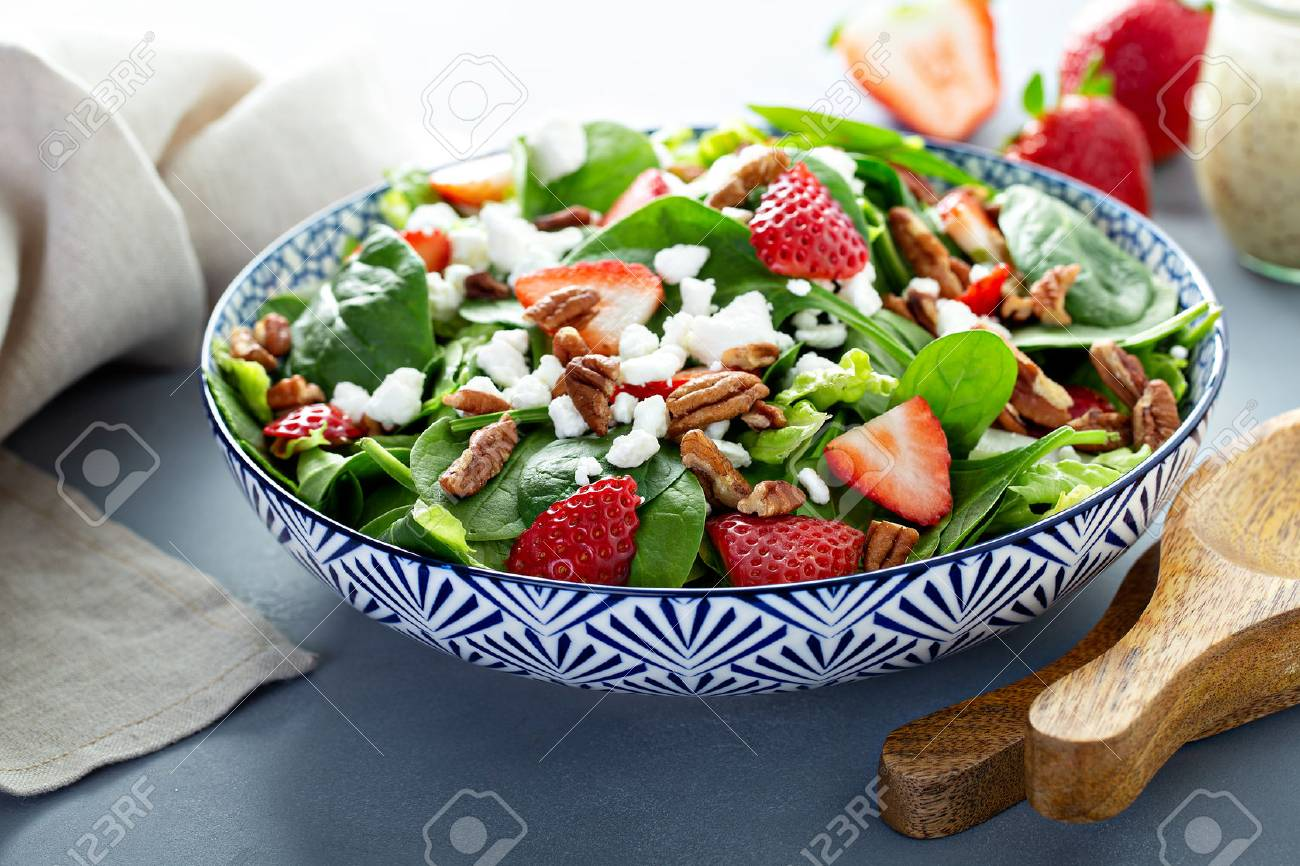 Fresh strawberries and goat cheese salad - 117939641