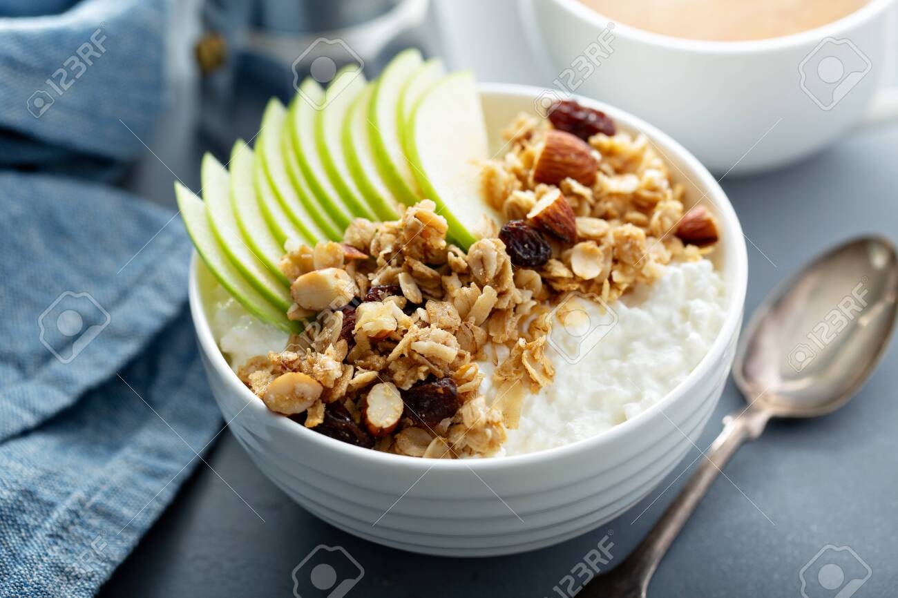 Cottage cheese with granola and apple - 120427936
