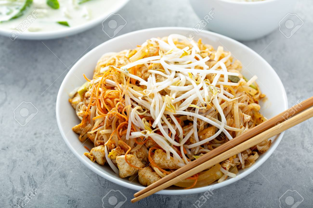 Pad Thai noodles with chicken - 120474246