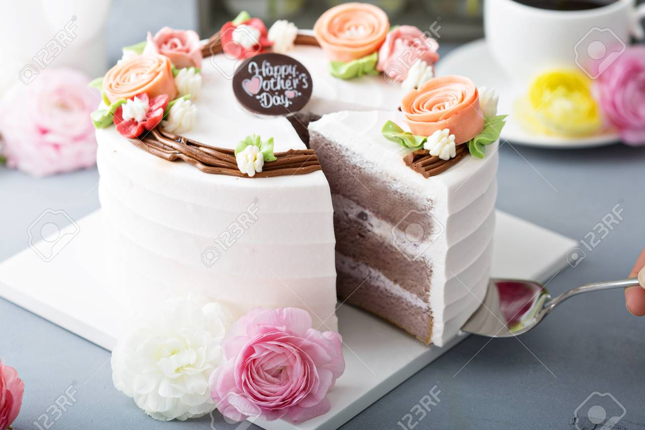Mothers day cake with flowers - 120474784