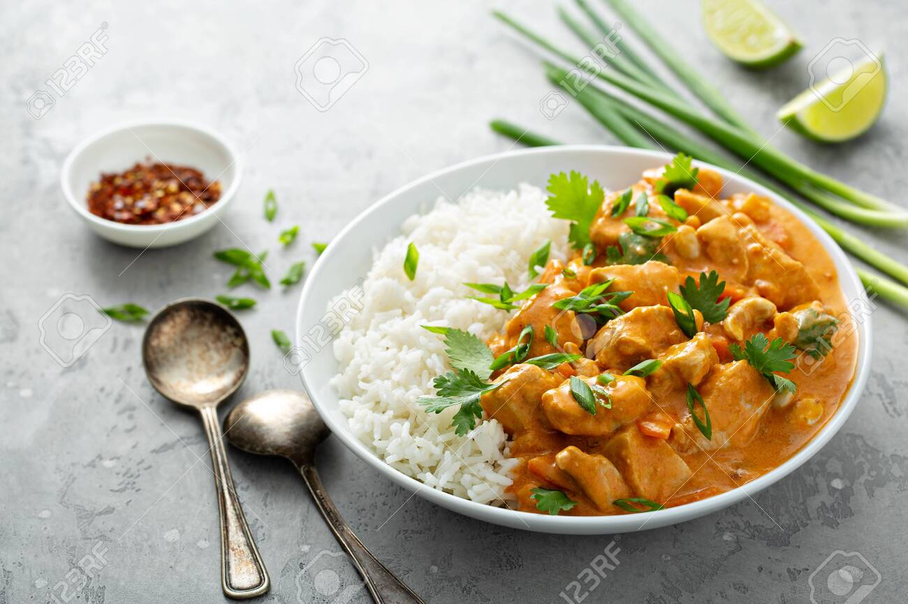 Chicken and cashew red curry - 134920444