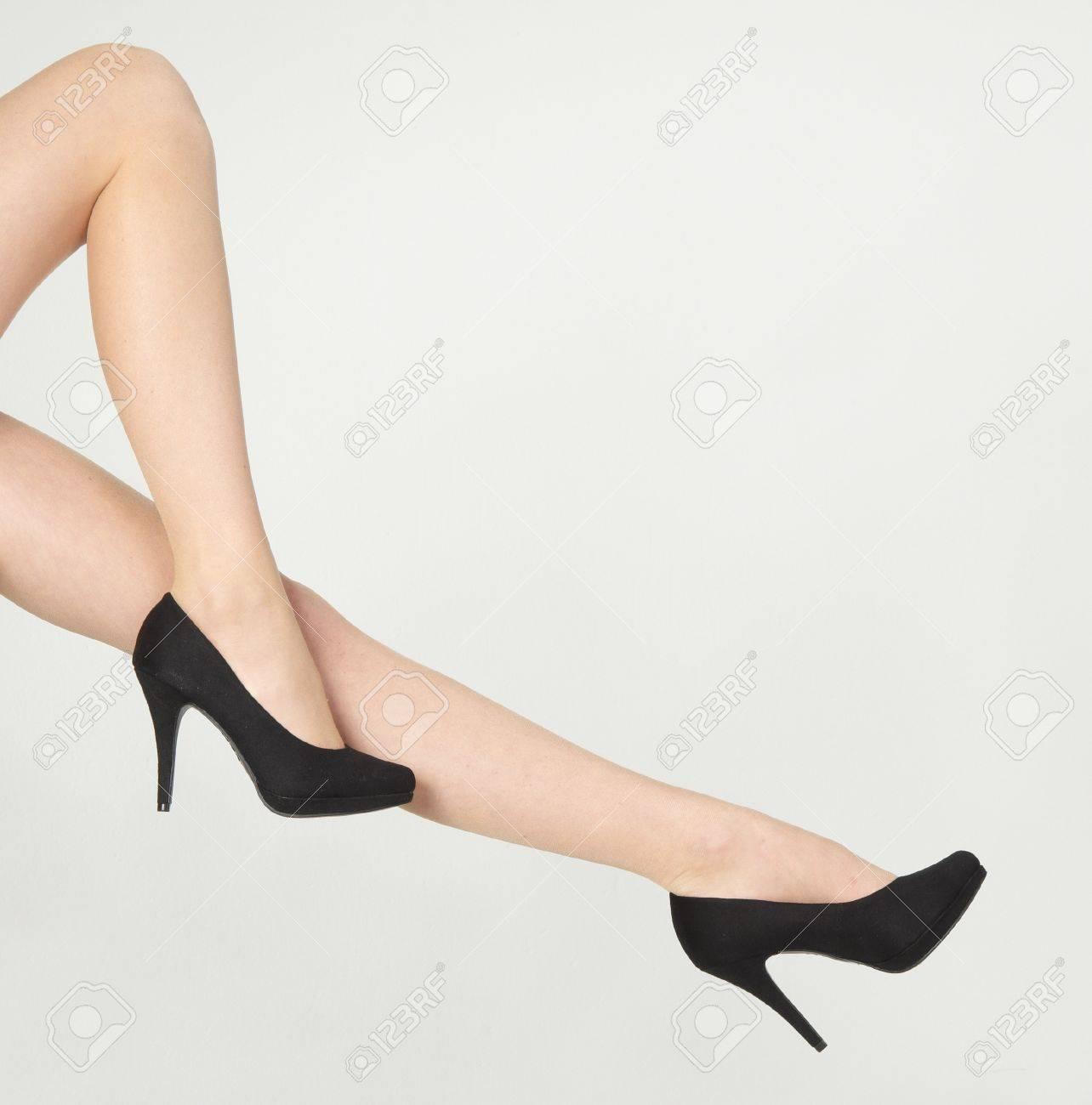 841305ae28e 여자의 팬티 스타킹을 입고 다리와 하이힐 로열티 무료 사진, 그림 ...
