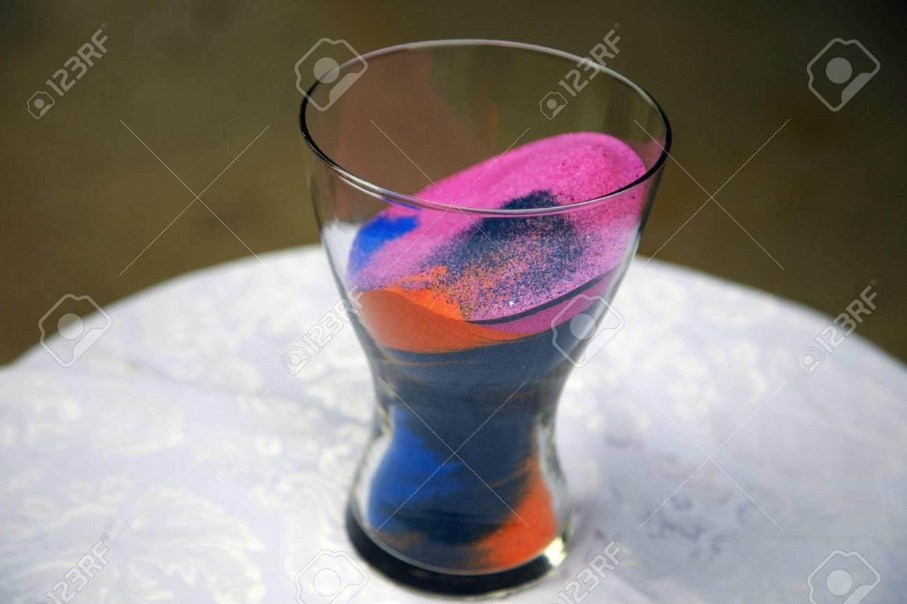 Sable Coloré Dont Le Rose, Bleu, Et Orange Intérieur D\'un Vase De ...