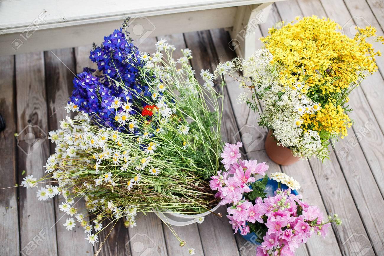 Flores Silvestres En Ramos Flores Reunidas En Racimos En El Campo