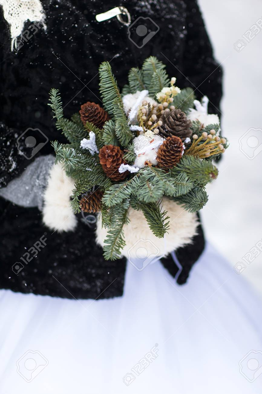Hochzeitsstrauss Mit Tannenzapfen Winterhochzeitsblumenstrauss