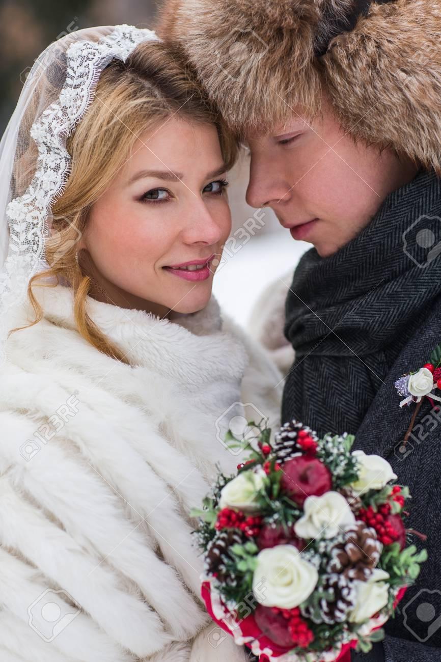 Liebhaber Braut Und Brautigam Auf Ihrer Winter Hochzeit Lizenzfreie