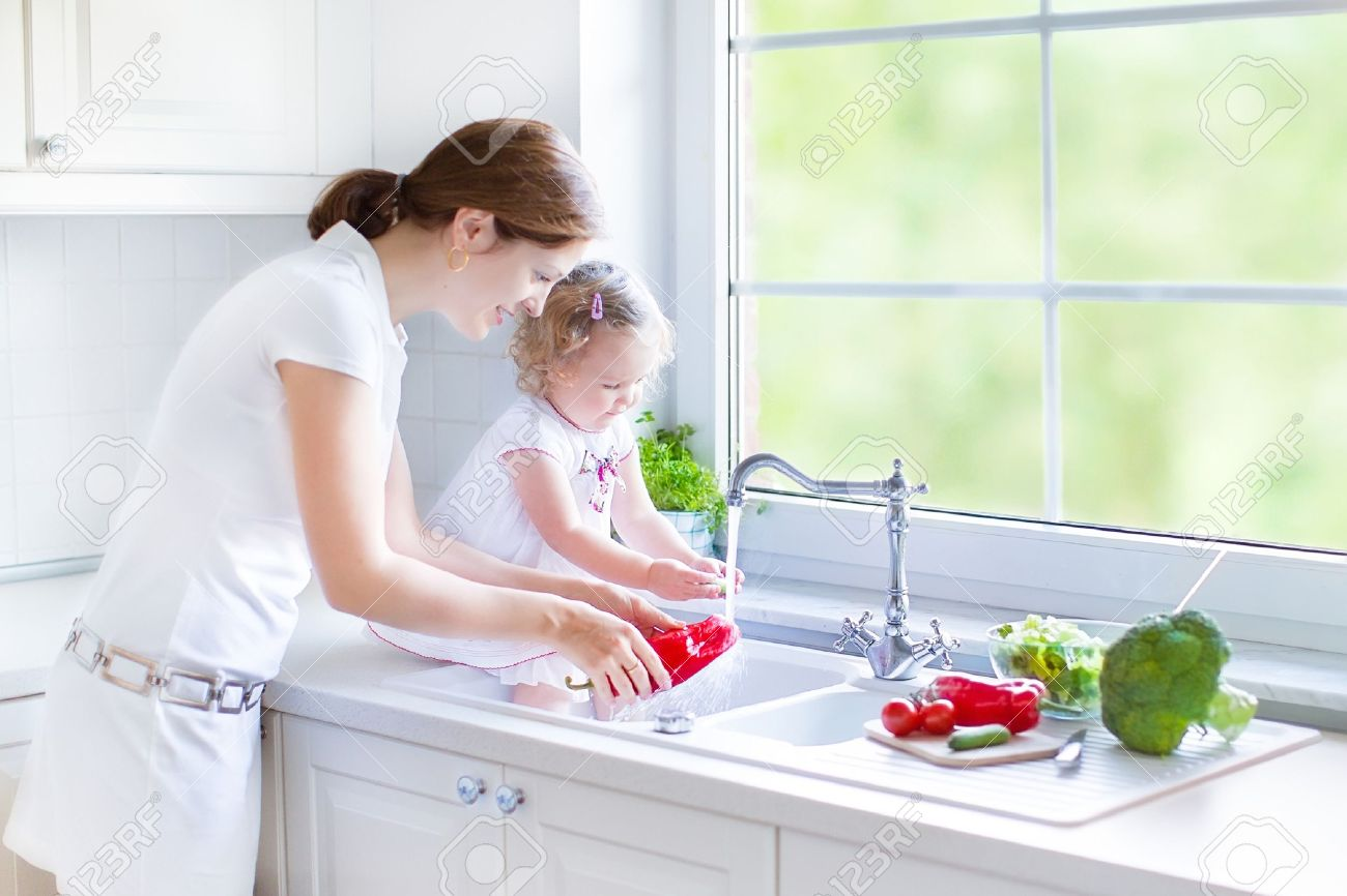 kind kochen lizenzfreie vektorgrafiken kaufen: 123rf - Kleinkind Küche