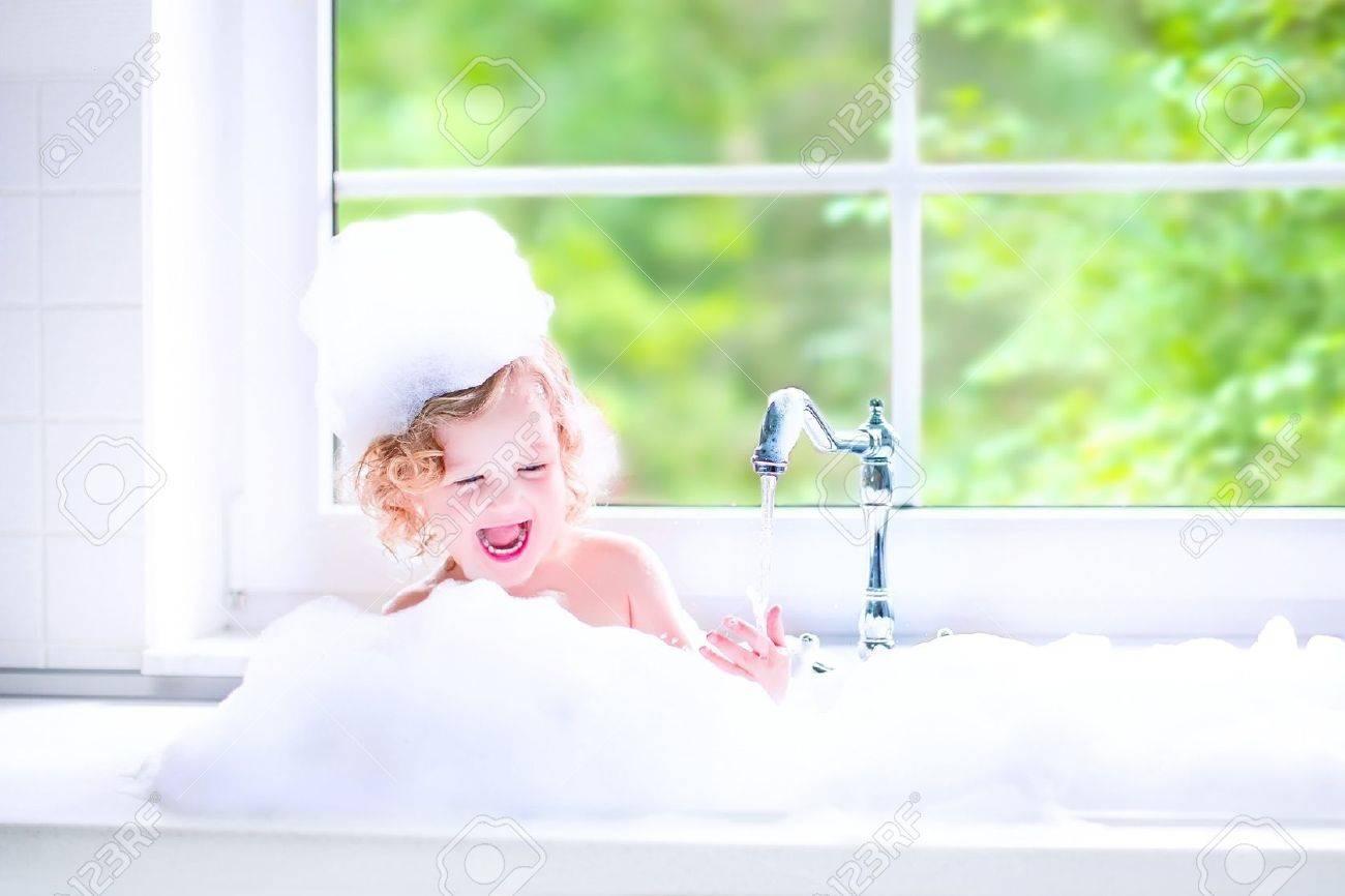 Фото девушка ванну принимает 26 фотография