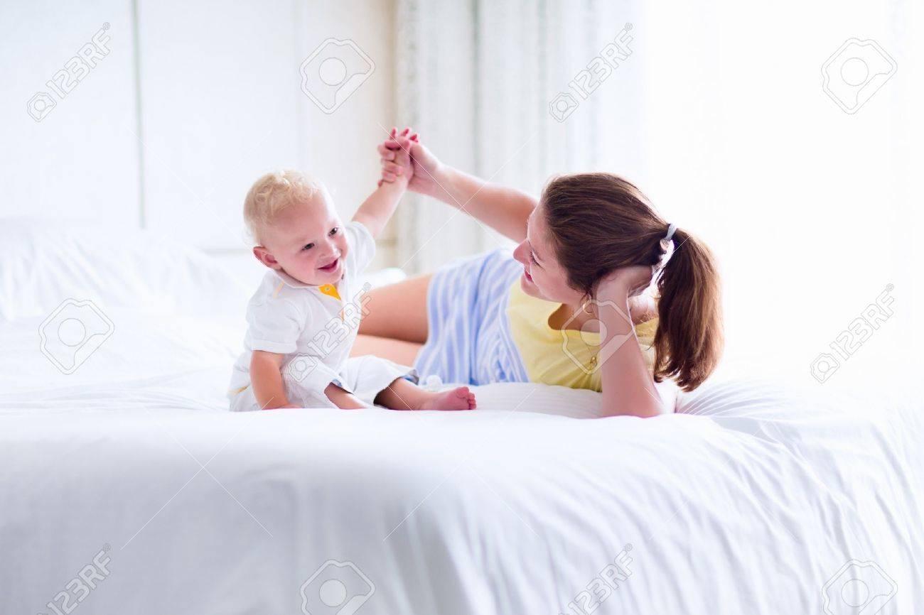 maman fils sexe lit compilation de pipe