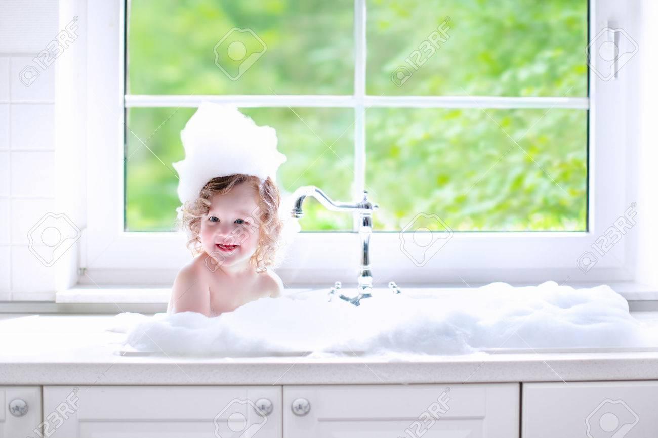 Фото девушка ванну принимает 9 фотография