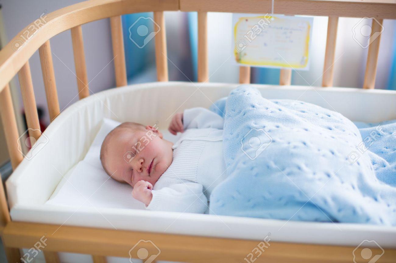 Bebe Recien Nacido En La Habitacion Del Hospital Nueva Nino Nacido - Cunas-recien-nacidos