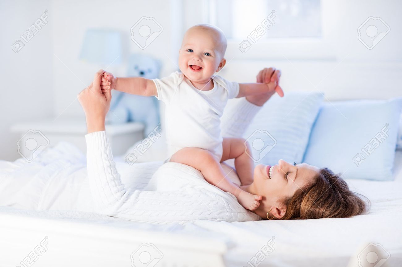 Mother And Child On A White Bed Mom And Baby Boy In Diaper  # Muebles Sunnies