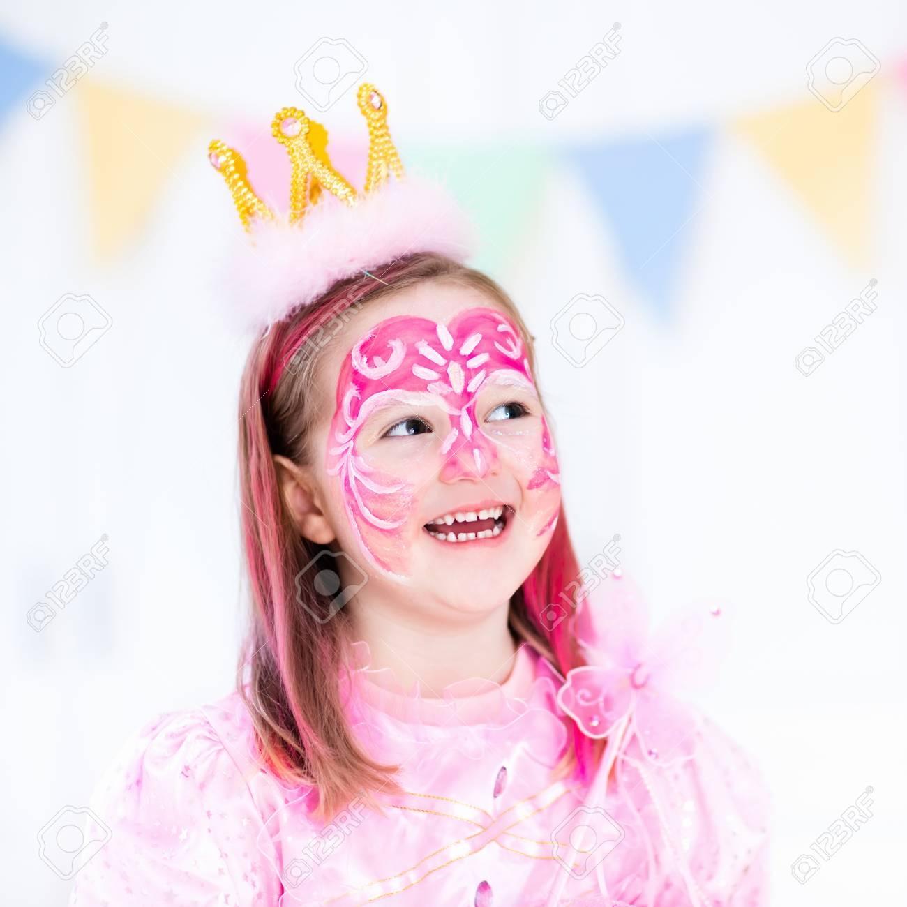 Schminken Für Kleine Mädchen. Prinzessin Und Fee Thema ...