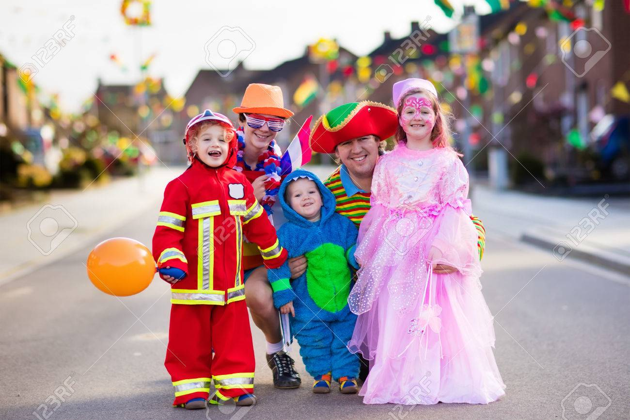 Kids and parents on Halloween trick or treat. Family in Halloween costumes with candy bags  sc 1 st  123RF.com & Kids And Parents On Halloween Trick Or Treat. Family In Halloween ...
