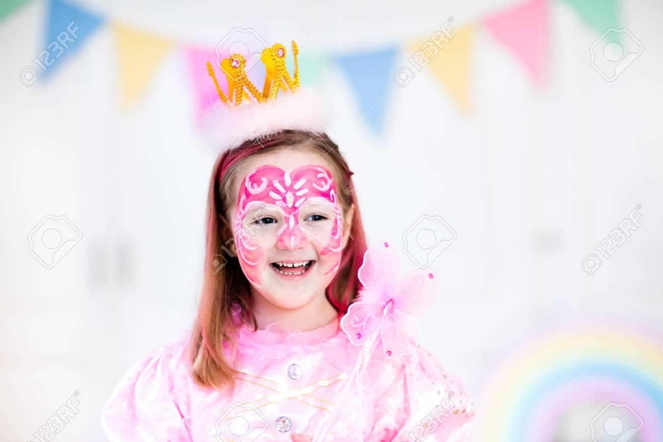 Maquillage Pour La Petite Fille Princesse Et Fée Fête D
