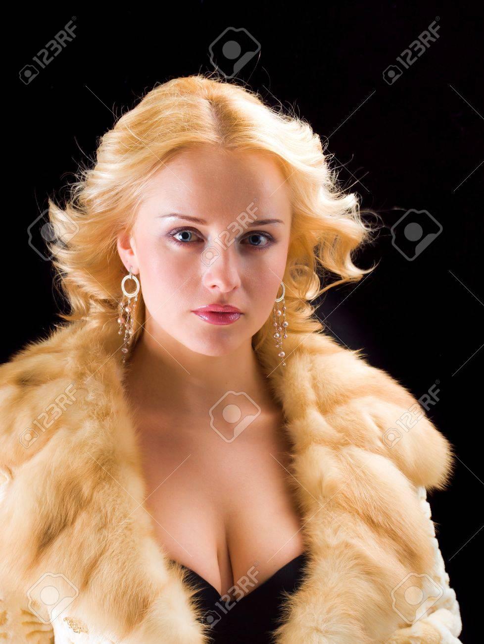 Фото блондинак в шубке 22 фотография