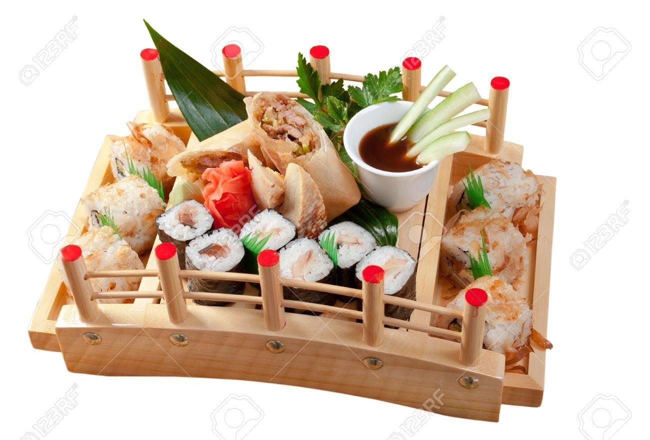 sushi surtido de comida japonesa tradicional comida de pescado ahumado foto de