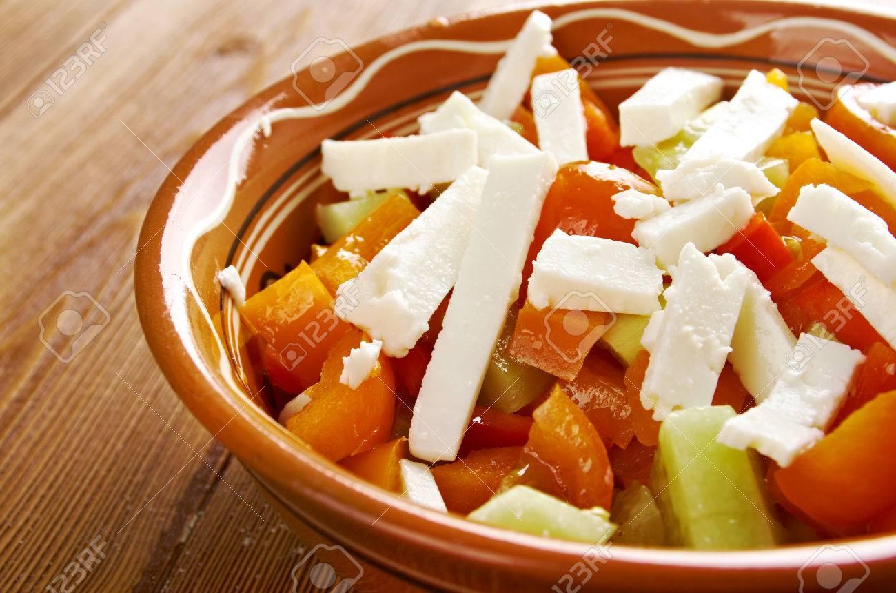 Shopska Salade Egalement Connu Sous Le Bulgare Le Macedonien Le