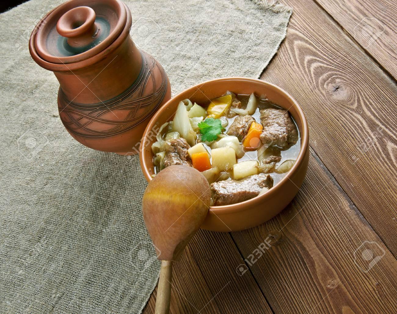 Garbure - Dick Französisch Suppe .French Küche Lizenzfreie Fotos ...