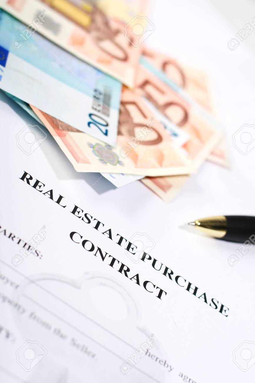 Signing a contract to purchase real estate Stock Photo - 13331612