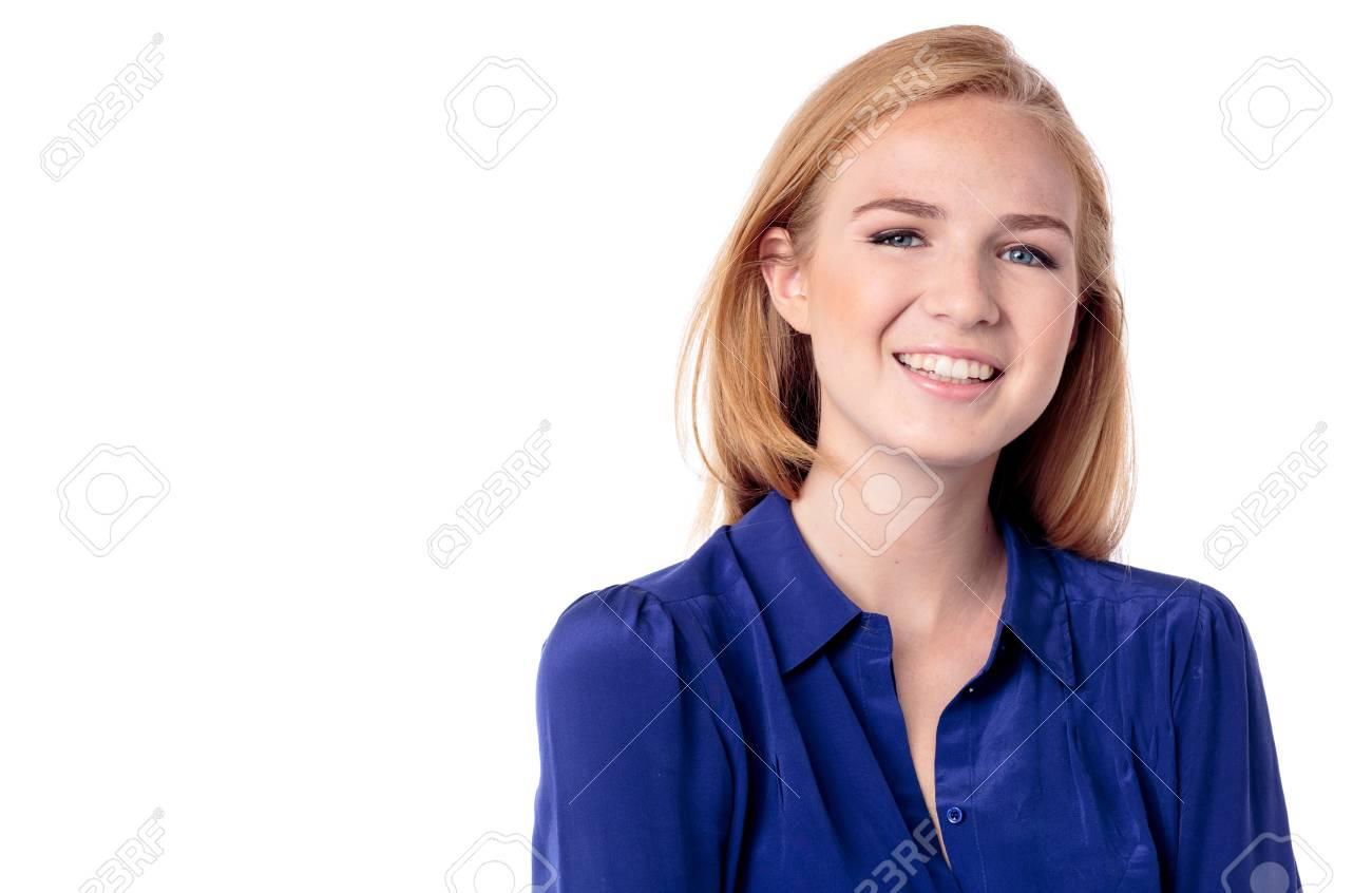 Hermosa Chica Casual Con Una Hermosa Sonrisa Y El Pelo Largo Y Rubio ...