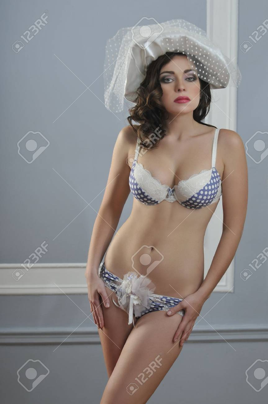 Model Underwear Bridal Lingerie Wearing Retro Style And Young Sexy wOPN0Xnk8