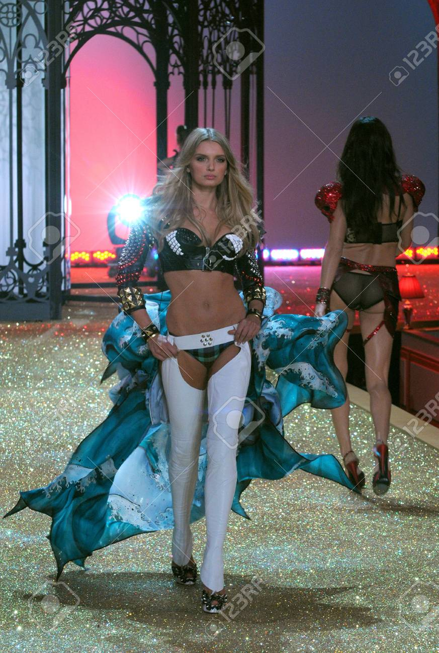 NEW YORK - NOVEMBER 10: Victoria's Secret Fashion Show model walks the runway during the 2010 Victoria's Secret Fashion Show on November 10, 2010 at the Lexington Armory in New York City.  Stock Photo - 18432066