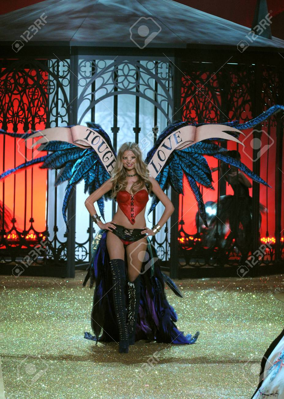 NEW YORK - NOVEMBER 10: Victoria's Secret Fashion Show model walks the runway during the 2010 Victoria's Secret Fashion Show on November 10, 2010 at the Lexington Armory in New York City.  Stock Photo - 18432080