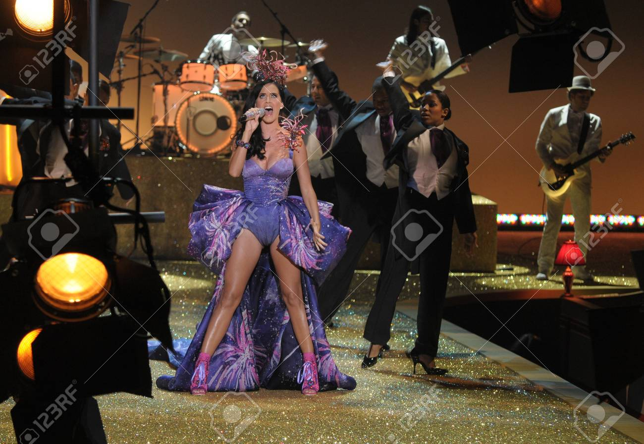 NEW YORK - NOVEMBER 10: Singer Katy Perry performs during the 2010 Victoria's Secret Fashion Show on November 10, 2010 at the Lexington Armory in New York City.  Stock Photo - 18431494