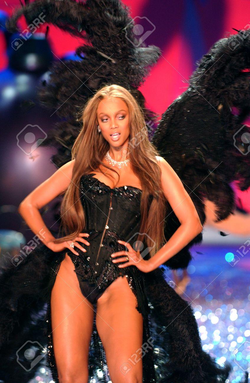 0f6532c95c6 NEW YORK - NOVEMBER 9  Victoria s Secret Fashion model Tyra Banks walks the  runway during